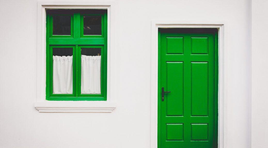 houten deur plaatsen